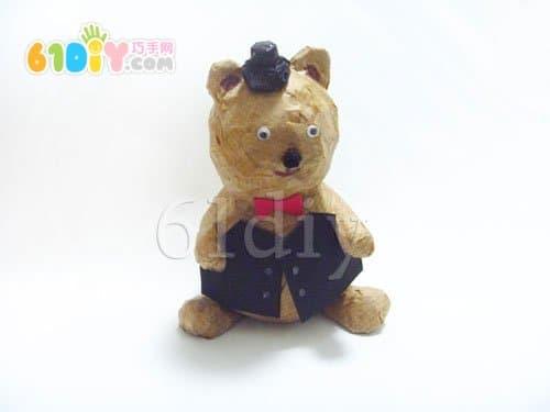 制作可爱的; 报纸废物利用手工制作小熊;