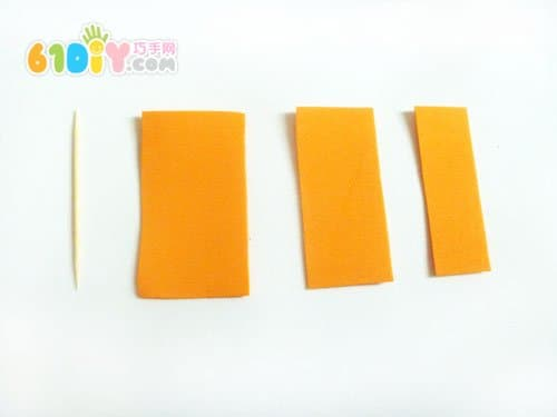 根据牙签的长度,剪好海绵纸船帆(用海绵纸不怕水),注意3个的宽度不一