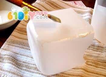 矿泉水桶制作碎花拼贴收纳盒