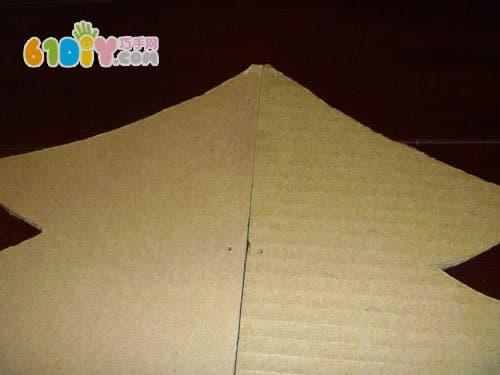 怎样用纸箱制作大圣诞树