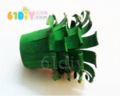 怎样用纸杯手工制作圣诞树