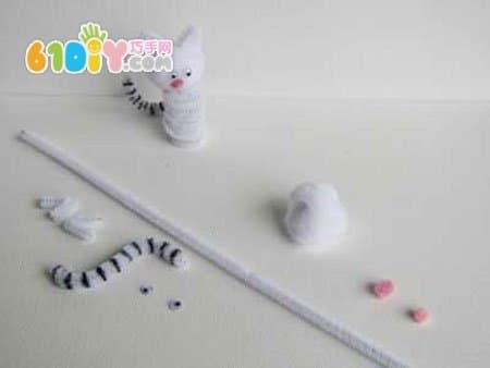 小动物: 小鸟, 小鸡, 小猫, 小兔    手工材料:毛根, 活动眼睛,毛球
