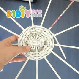怎样用报纸编织花篮