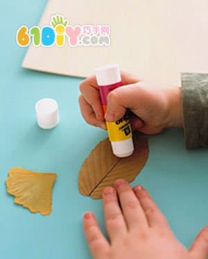 树叶制作字母卡片手工