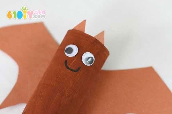 万圣节儿童手工制作纸筒蝙蝠