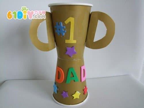 各种各样的父亲节纸杯奖杯
