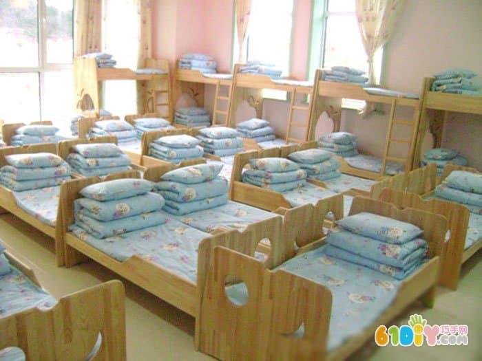 幼儿园寝室图片
