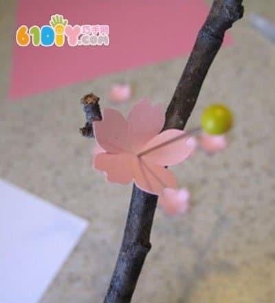 漂亮的立体梅花制作教程_树枝手工_巧巧手幼儿手工网