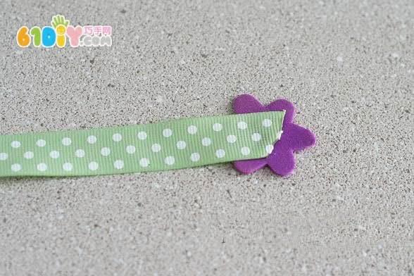 儿童手工制作漂亮的丝带花朵书签