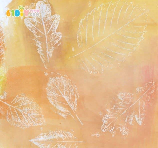 儿童秋天手工制作蜡笔拓印树叶