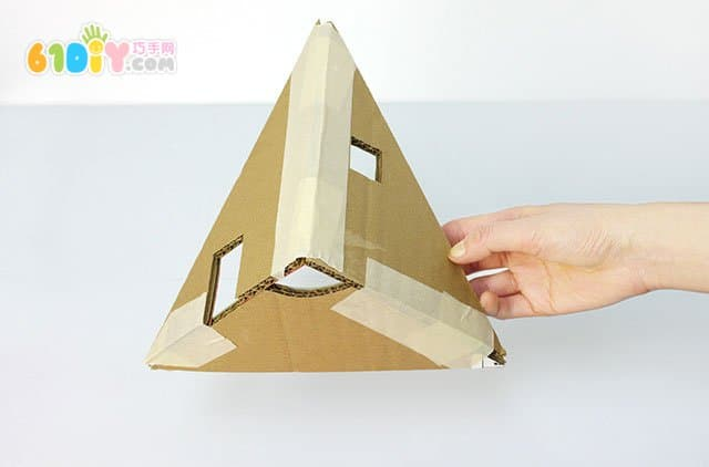 废纸板diy圣诞树形娃娃们的房子_纸盒手工_巧巧手幼儿