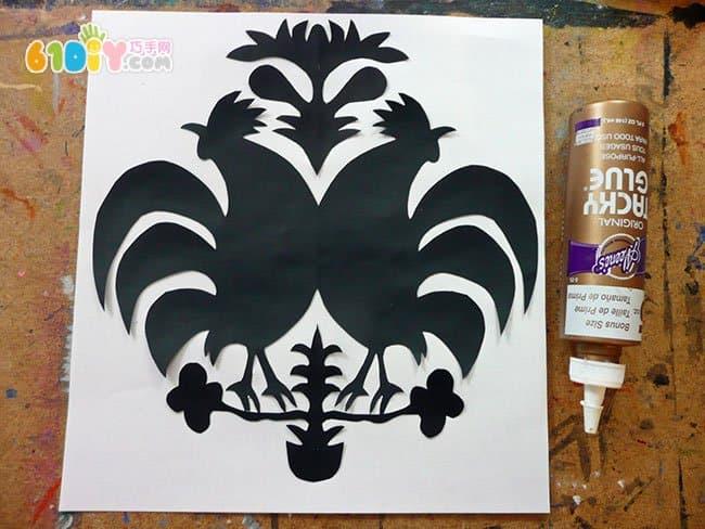 制作精美的公鸡剪纸贴画手工