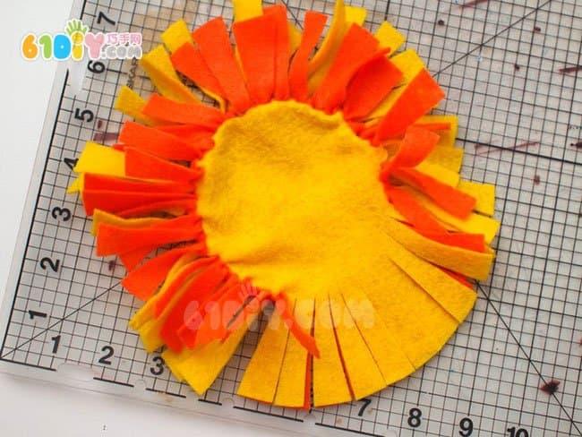 不织布制作太阳狮子抱枕