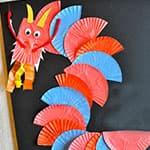 幼儿制作新年中国龙贴画