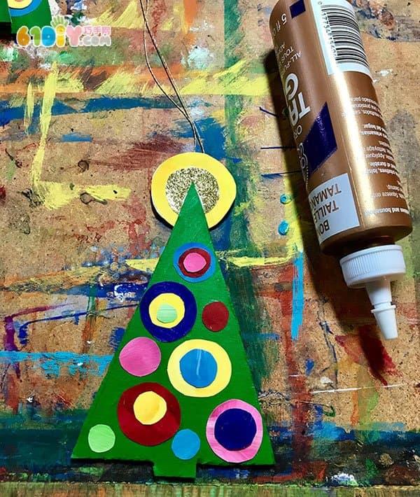 幼儿手工制作废纸板圣诞树_纸盒手工_巧巧手幼儿手工网